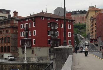 Cierre reforma fachada Urazurrutia 1 en Bilbao
